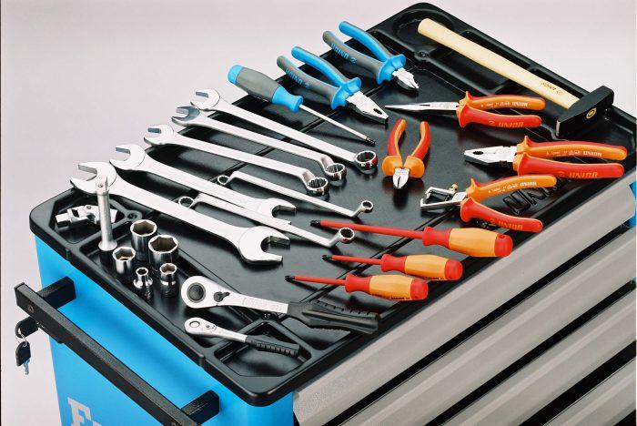 тележка с инструментами