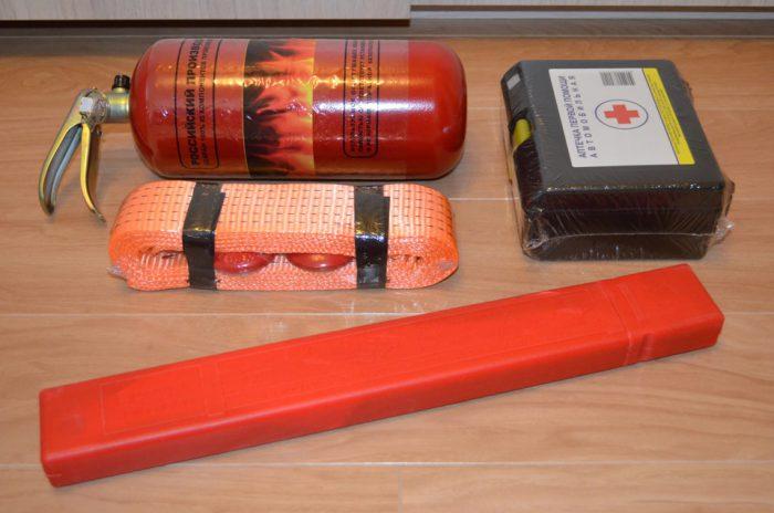 обязательный набор аптечка огнетушитель знак