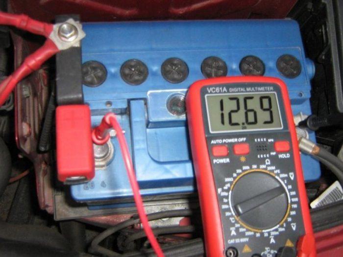 измерить напряжение мультиметром