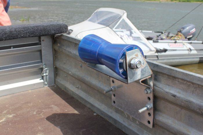ролик килевой для лодочного прицепа