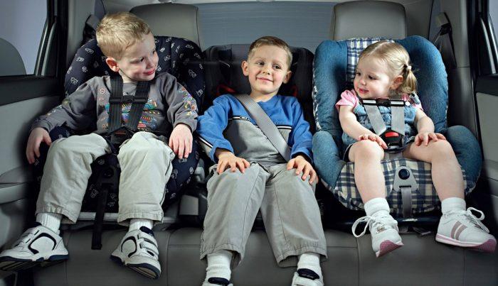 Установка детского кресла на заднее сиденье