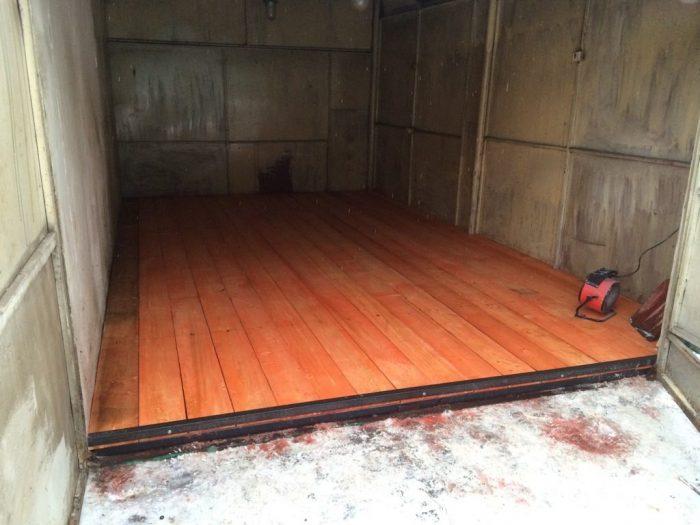пол деревянный в гараже