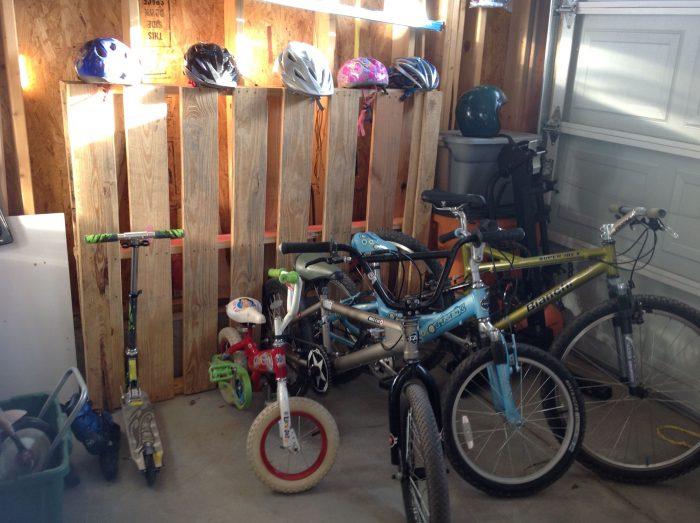 стойка из паллет в гараже