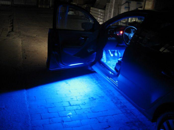 подсветка в двери авто