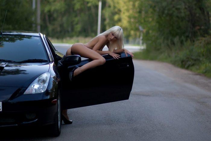 смазать дверные петли на авто