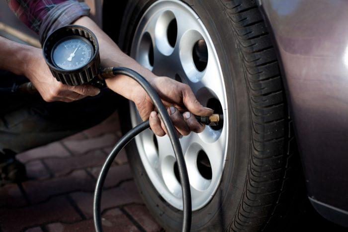 тянет руль давление в шинах