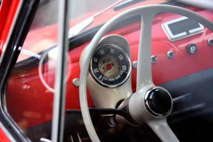 почему руль скрипит на авто