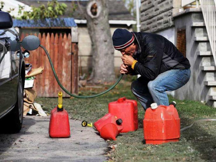 слить бензин