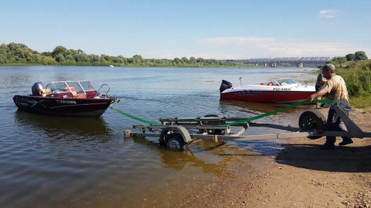 спускать лодки