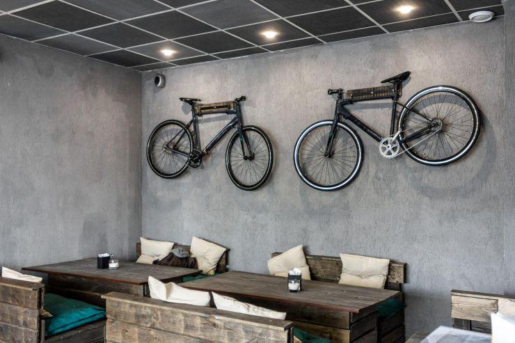 стена велосипед